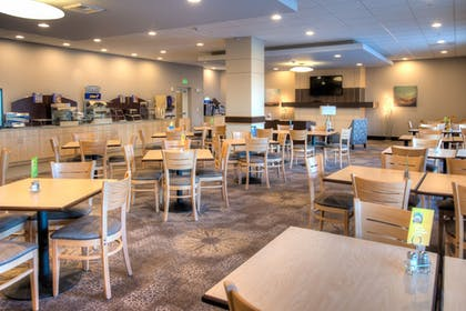 Restaurant | Holiday Inn Express Hotel & Suites Tacoma Downtown