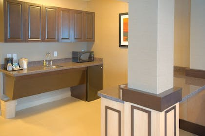 Guestroom   Holiday Inn Express Hotel & Suites Tacoma Downtown