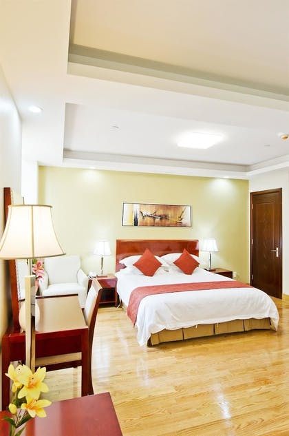 Guestroom | Asiatic Hotel by LaGuardia Airport