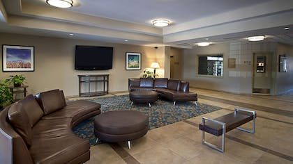 Lobby   Candlewood Suites Sioux Falls