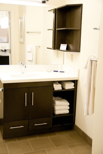 Bathroom   Candlewood Suites Sioux Falls