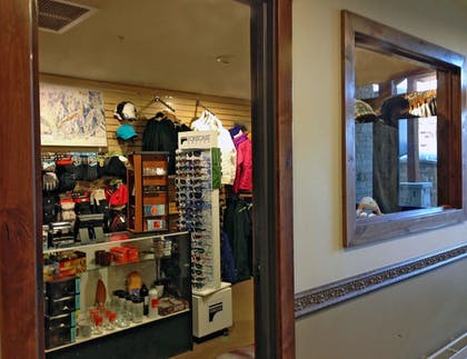 Gift Shop | Sunrise Lodge by Hilton Grand Vacations