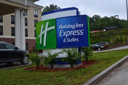 | Holiday Inn Express Hotel & Suites Cross Lanes