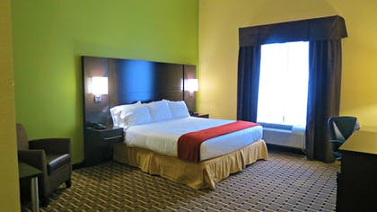 Guestroom | Holiday Inn Express Hotel & Suites Cross Lanes