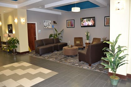 Lobby Sitting Area | Holiday Inn Express Hotel & Suites Cross Lanes