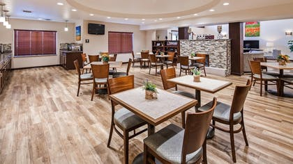 Restaurant | Best Western Plus Green Mill Village Hotel & Suites