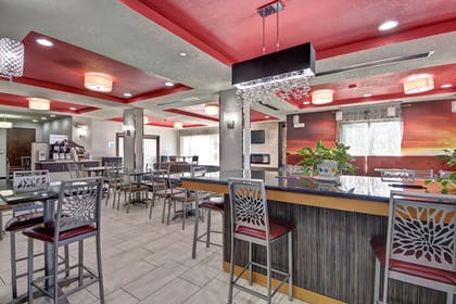 Restaurant | Holiday Inn Express & Suites Oklahoma City North