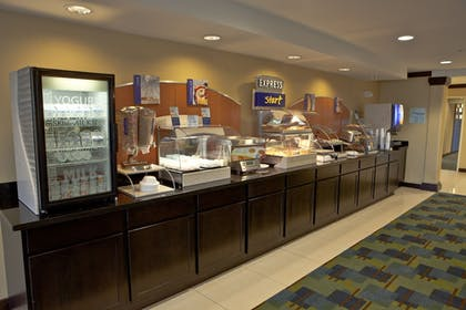 Restaurant | Holiday Inn Express & Suites Detroit North - Troy