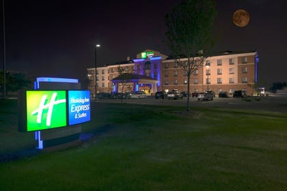 Exterior | Holiday Inn Express & Suites Detroit North - Troy