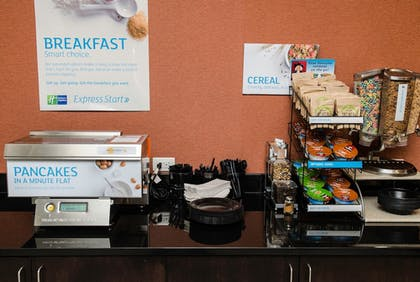 Breakfast Area | Holiday Inn Express & Suites Columbus - Easton Area