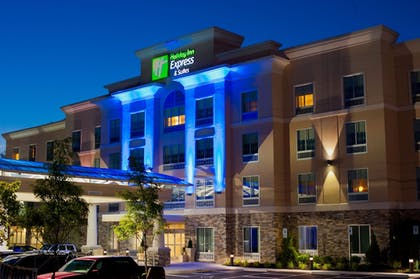 Hotel Front - Evening/Night | Holiday Inn Express & Suites Columbus - Easton Area