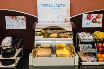 Breakfast buffet | Holiday Inn Express & Suites Columbus - Easton Area