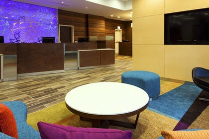 Lobby | Fairfield Inn & Suites Chicago Downtown/River North