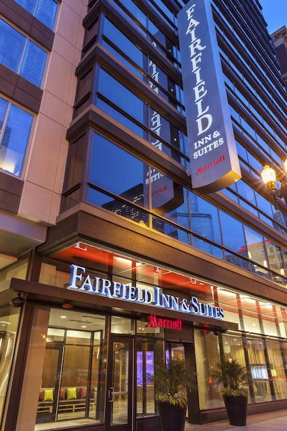 Exterior | Fairfield Inn & Suites Chicago Downtown/River North