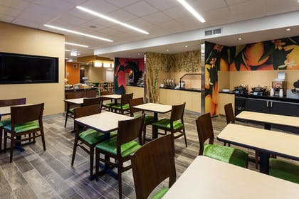 Restaurant | Fairfield Inn & Suites Chicago Downtown/River North