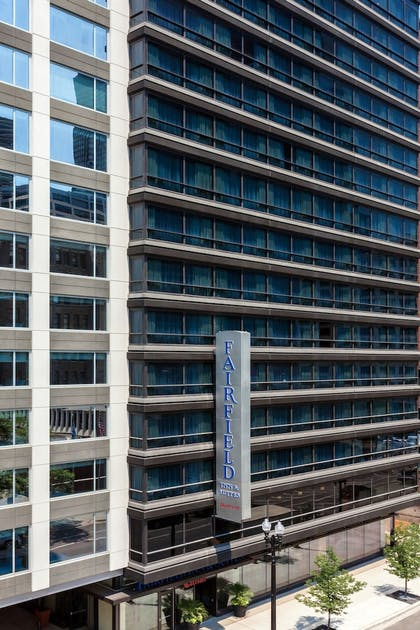 Hotel Front   Fairfield Inn & Suites Chicago Downtown/River North