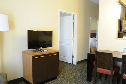Guestroom | TownePlace Suites Redding