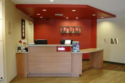 Lobby | TownePlace Suites Redding