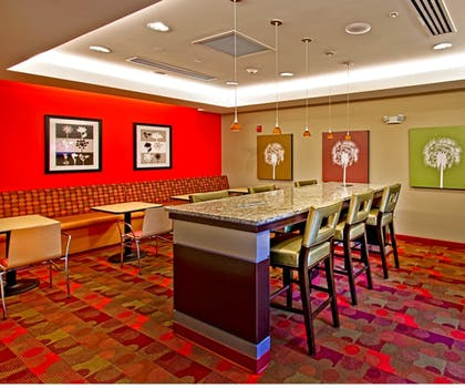 Breakfast Area | Towneplace Suites Chattanooga Near Hamilton Place