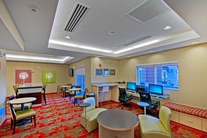 Lobby Sitting Area | Towneplace Suites Chattanooga Near Hamilton Place