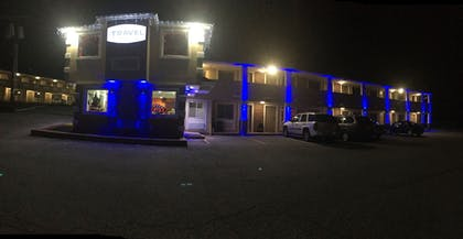 Hotel Front - Evening/Night | Travel Inn & Suites