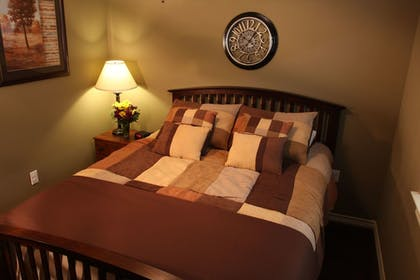 Guestroom | Eagle's Den Suites at Carrizo Springs
