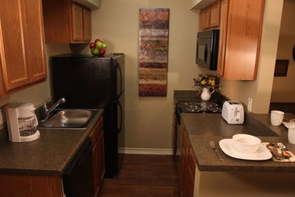 In-Room Kitchen | Eagle's Den Suites at Carrizo Springs