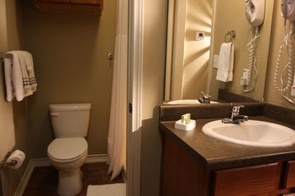 Bathroom | Eagle's Den Suites at Carrizo Springs