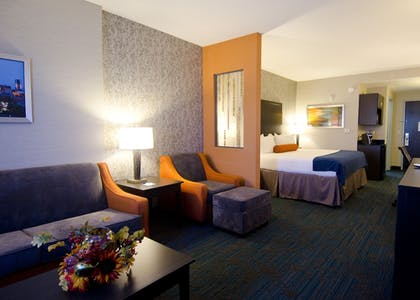 Room | Holiday Inn Express Hotel & Suites Knoxville West -Papermill