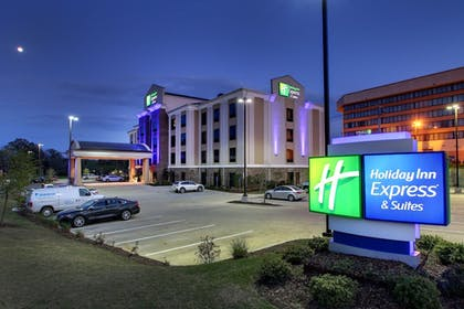 Hotel Front - Evening/Night | Holiday Inn Express Hotel & Suites Natchez South