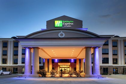 Exterior | Holiday Inn Express Hotel & Suites Natchez South
