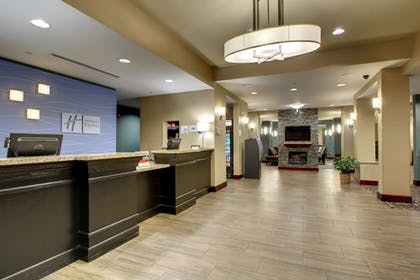 Lobby | Holiday Inn Express Hotel & Suites Natchez South