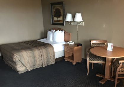 Guestroom | Liberty Lodge