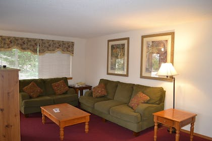 Living Room | Anaco Bay Inn
