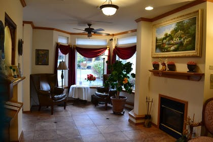 Lobby Sitting Area | Anaco Bay Inn