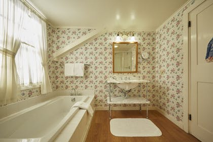 Bathroom | The Red Lion Inn