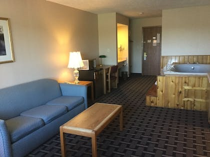 Living Area | Sky Lodge Inn & Suites