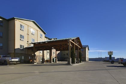 Parking | Hawthorn Suites by Wyndham Minot