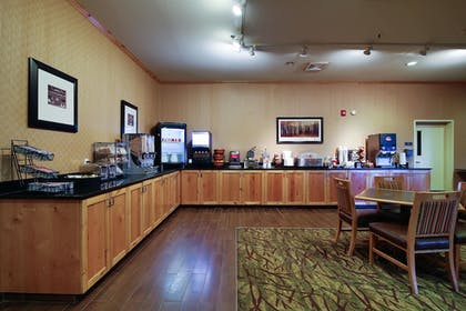 Breakfast Area | Hawthorn Suites by Wyndham Minot