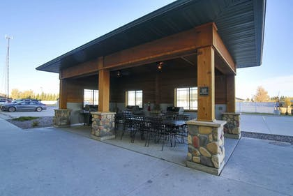 BBQ/Picnic Area | Hawthorn Suites by Wyndham Minot