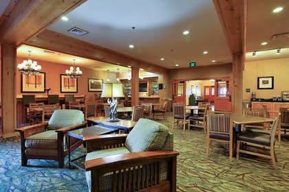 Hotel Lounge | Hawthorn Suites by Wyndham Minot