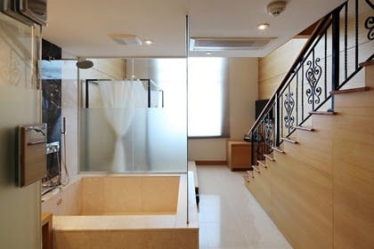 Bathroom Shower | The One Boutique Hotel