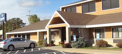 Exterior   Boarders Inn & Suites by Cobblestone Hotels - Wautoma
