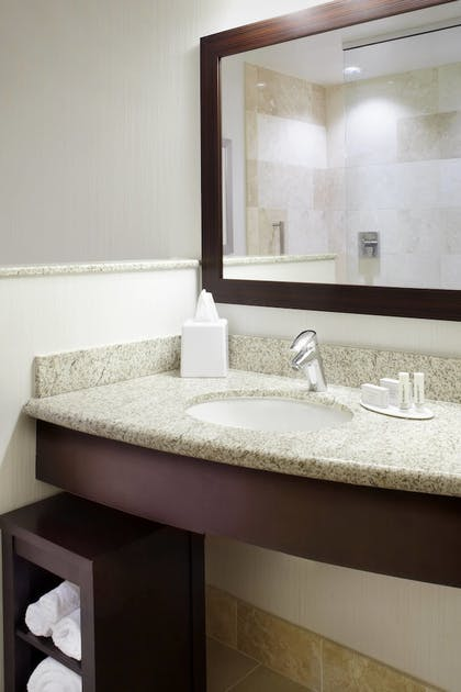 Guestroom | Courtyard by Marriott Cleveland University Circle