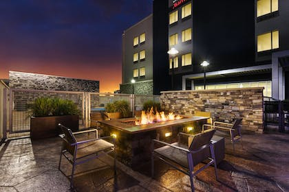 Outdoor Dining | SpringHill Suites by Marriott Midland Odessa