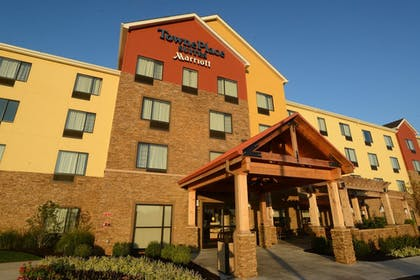 Hotel Front   TownePlace Suites Bowling Green
