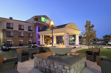 BBQ/Picnic Area | Holiday Inn Express & Suites Colorado Springs First & Main