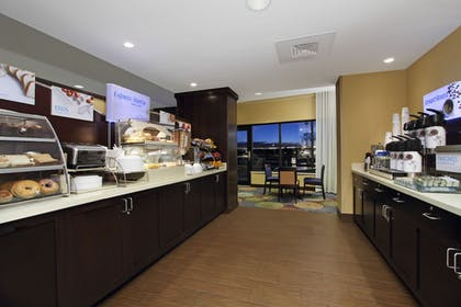 Restaurant | Holiday Inn Express & Suites Colorado Springs First & Main