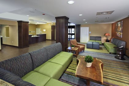 Lobby Sitting Area | Holiday Inn Express & Suites Colorado Springs First & Main