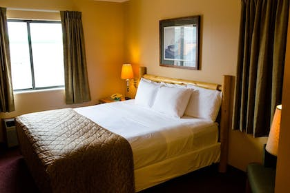 Guestroom | Cranberry Country Lodge